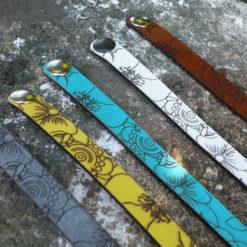 bracelet femme en cuir gravé fleur 2 tours fermoir pression cinq couleurs au choix Manon 05