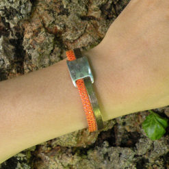 Bracelet bohème chic femme original cuir orange made in France, avec passant argent motif plume