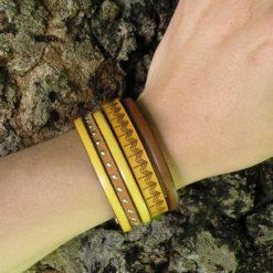 Manchette ethnique en cuir femme gravé jaune et marron de fabrication française