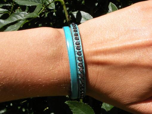 bracelet en cuir femme bleu lagon et strass de fabrication française