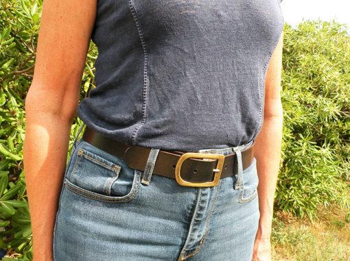 ceinture femme noire en cuir tannage végétal de fabrication française dans notre atelier en Occitanie
