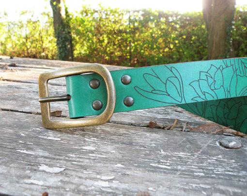 ceinture femme en cuir vert malachite gravée à la découpe laser made in gard