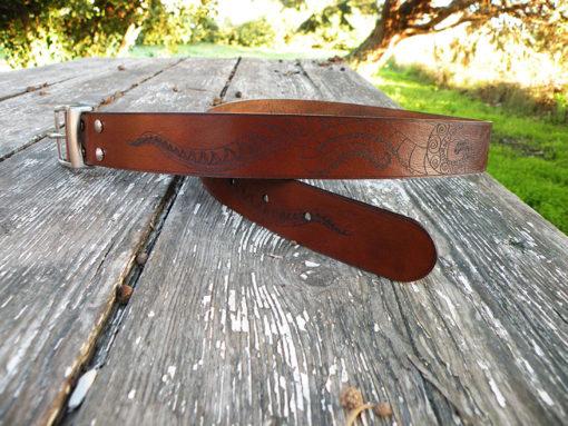 ceinture homme gravé en cuir motif poulpe marron chocolat de fabrication artisanale made in gard