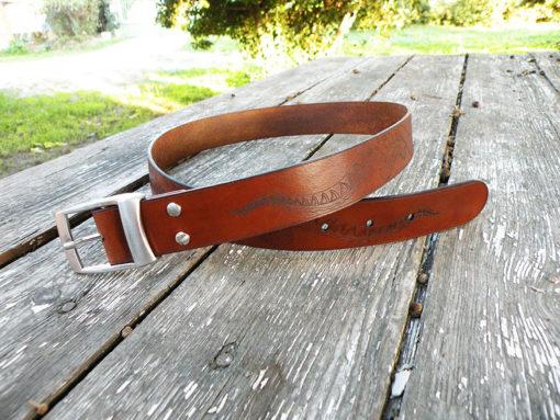 ceinture homme gravé en cuir motif poulpe marron chocolat de fabrication artisanale