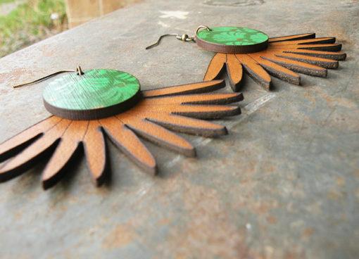 Boucles d' oreilles Joana n°1 en cuir Camel de fabrication artisanale et française.
