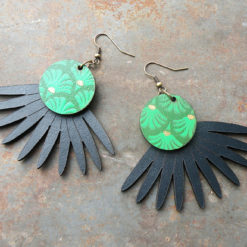 Boucles d' oreilles Joana n° 1 en cuir de fabication artisanale, made in Gard.
