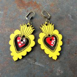 Boucles d' oreilles jaune Adèla n°2 sont lumineuses et légères. Fabriquées de façon artisanales et dans une démarche du zéro déchet.