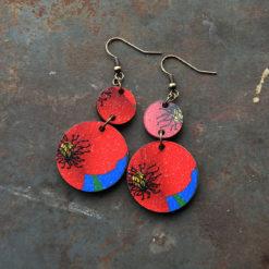 Boucles d' oreilles Fani , motif blouge de fabrication française et artisanale tirant vers le zéro déchet.