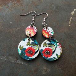 Boucles d' oreilles Fani avec un motif de petites fleurs imprimé anti- uv. Made in France la fabrication tant vers le zéro déchet.