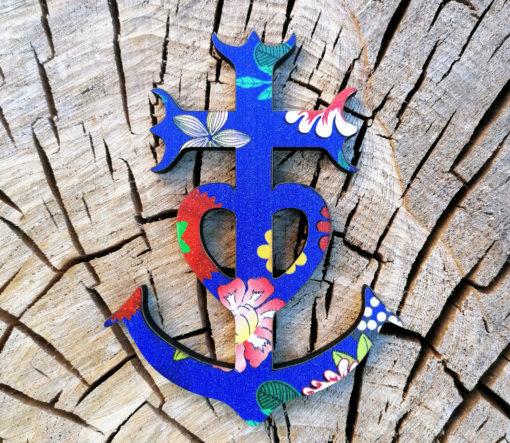 petite Croix de Camargue fabriquée avec amour dans le Gard artisanalement .