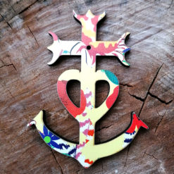 croix de Camargue motif amarillo