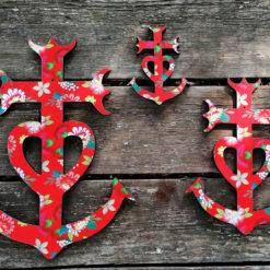 Croix de Camargue revisitée au couleur du sud et de la gaité. Fabriquée en France dans le Gard par des créatrices artisans